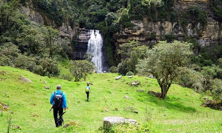 A Guatavita-lagúna és a Sueva-vízesés